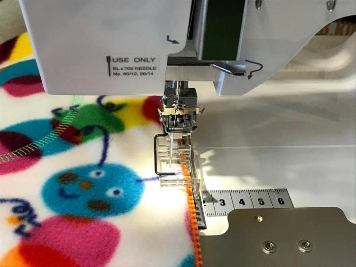 Guiding top stitching zipper